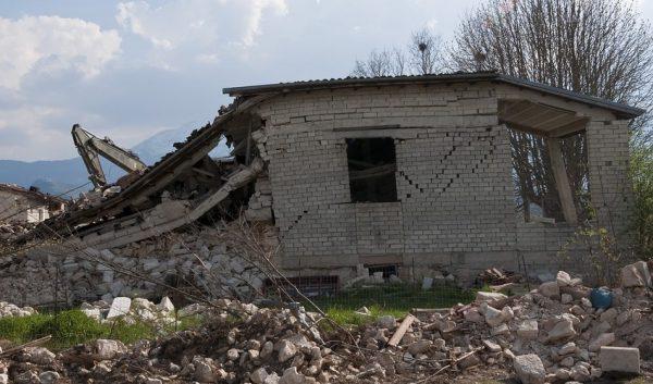 Jenis Gempa Bumi Berdasarkan Kedalamannya
