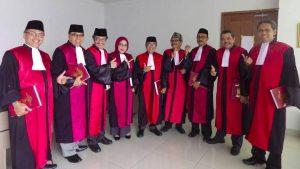 Para Hakim Pose 'Salam Dua Jari', Ketua PN Jakpus Itu Gaya Pistol