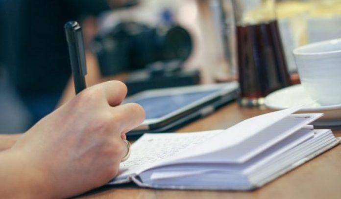 Cara Menulis Ceramah dan Contohnya