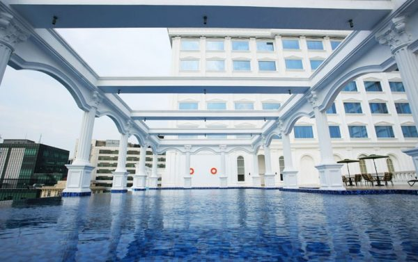 Infinity Swimming Pool Adi Mulia Hotel
