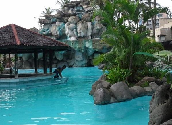 Kolam Renang Hotel Danau Toba Internasional